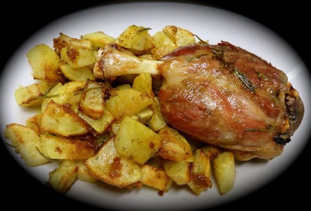 Stinco-di-maiale-con-patate